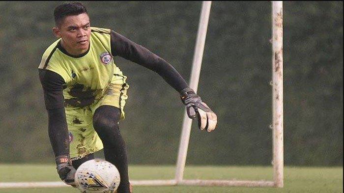 Arema FC dan Persebaya Surabaya Berebut Teguh Amiruddin