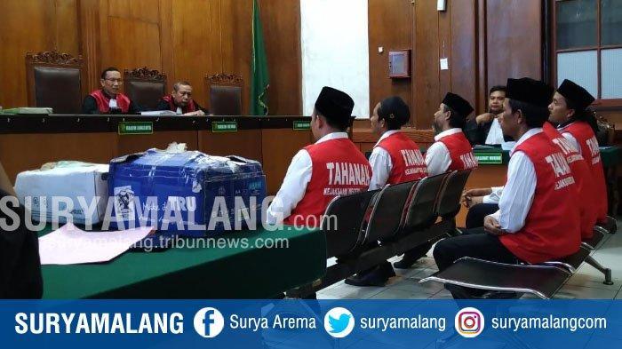 Terdakwa Kasus Pembakaran Polsek Tambelangan Minta Disumpah Mubahalah dalam Sidang di PN Surabaya