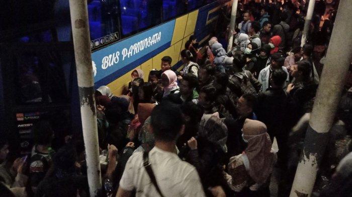 Hingga Malam Ini, Terminal Purabaya Masih Penuh Sesak karena Besok Hari Libur Maulud Nabi