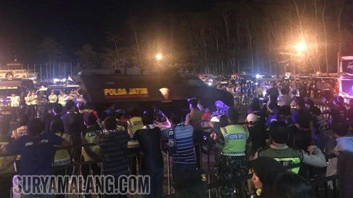 Tim Persebaya Surabaya Keluar Stadion Kanjuruhan, Seketat ini Penjagaan Polisi