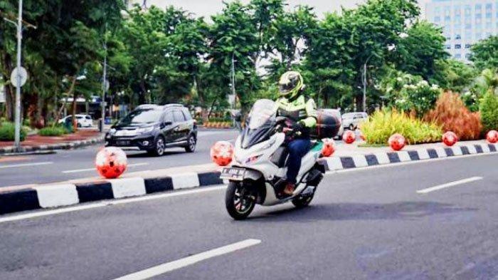 Tetap Waspada, Begini Tips Naik Motor di Jalanan Sepi