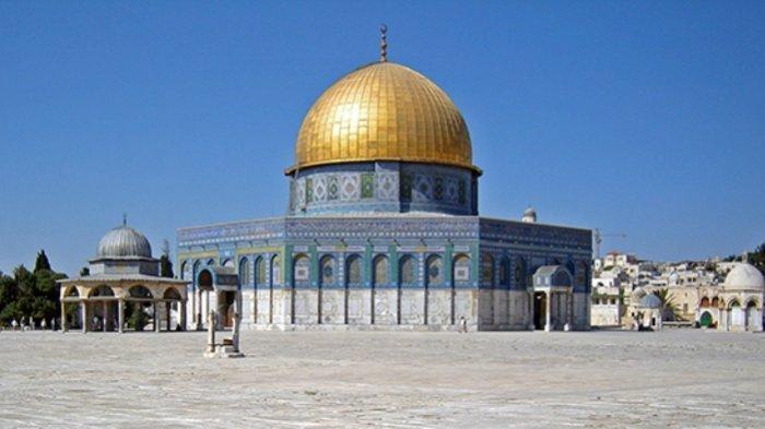 The Dome of the Rock (Qubbat al-Sakhra) di Komplek Masjid Al Aqsa.