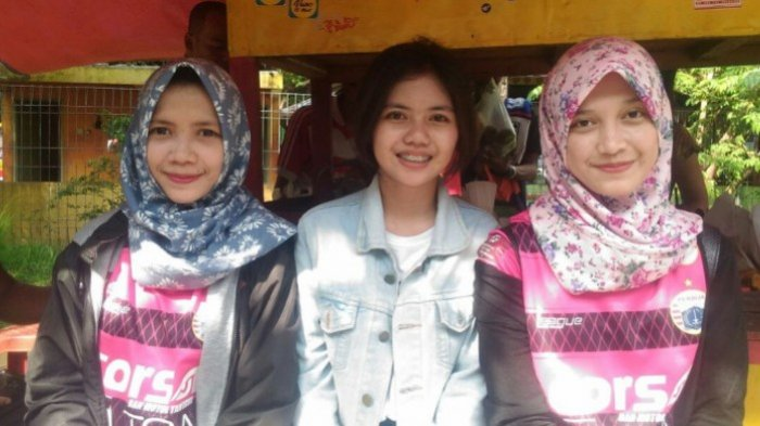 Hmm, Gadis-Gadis Cantik Ini Kawal Perjuangan Persija saat Bentrok dengan Persib Bandung