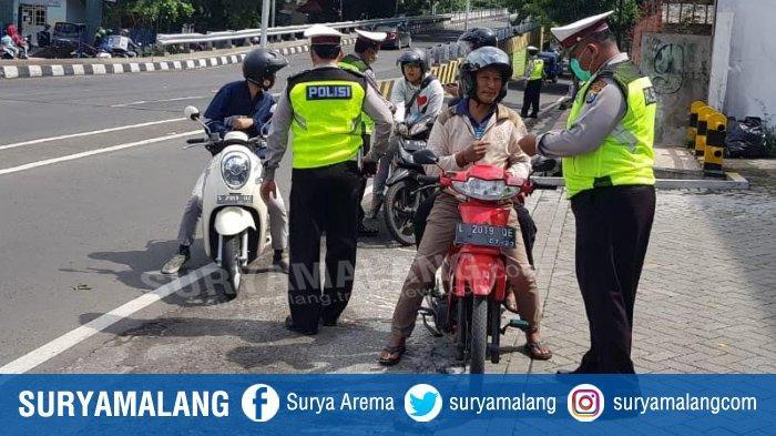 Motor Jangan Nekat Lewat Flyover Ahmad Yani, Polsek Blimbing Tilang 21 Pengendara Motor