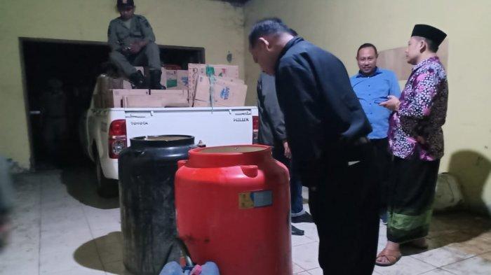 Produsen Ribuan Liter Miras di Tuban Digerebek Tim Gabungan, Pemilik Sempat Sembunyi Di Atap Rumah