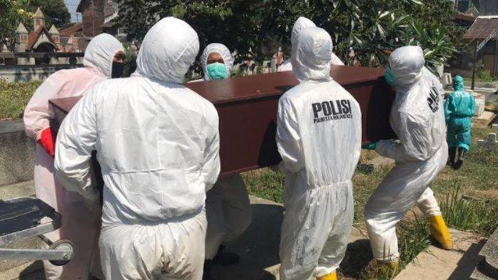 Antri Panjang Evakuasi, Pemulasaran & Pemakaman Jenazah Covid-19, Tim Polresta Malang Kota Membantu