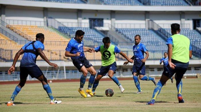 Tim Persib Bandung saat menggelar training games untuk mematangkan persiapan menghadapi lanjutan pada Liga 1 2020 di Stadion GBLA, Kota Bandung, Sabtu (22/8/2020) lalu.