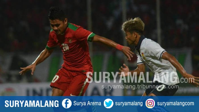 Pemain Timnas Indonesia U-19, Asnawi Mangkualam Bahar, saat melawan Timnas Laos U-19 dalam laga Piala AFF U-19 di Stadion Gelora Delta Sidoarjo, Minggu (1/7/2018) malam.
