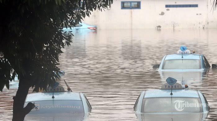 Tips Hadapi Banjir: Jika Mobil Mogok Jangan Langsung Dinyalakan, Lakukan 8 Langkah Ini