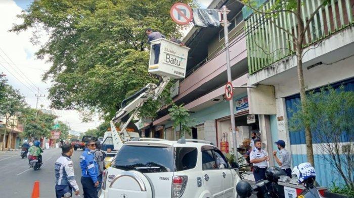 Dishub dan Polres Lakukan Rekayasa Perubahan Titik Parkir di Jalan Gajah Mada Kota Batu