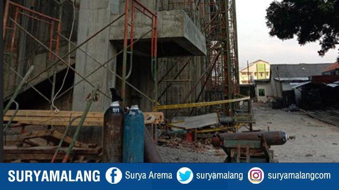 Lokasi kejadian lift proyek terjatuh di RSI Unisma. Nampak di lokasi kejadian, telah terpasang garis polisi, Selasa (8/9/2020)