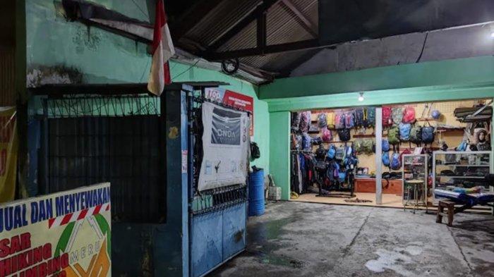 Pengusaha Toko Alat Gunung di Surabaya Tetap Semangat Meski Pandemi, Beralih ke Penjualan Online