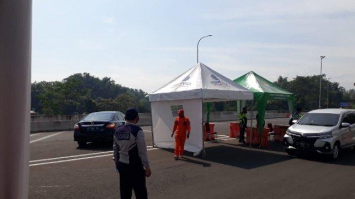 Total ada 123 kendaraan yang putar balik di exit tol Madyopuro Kota Malang sepanjang Jumat (14/5/2021). Hari kedua Lebaran itu banyak yang coba-coba untuk berwisata ke Batu dan ke pantai di Kabupaten Malang.