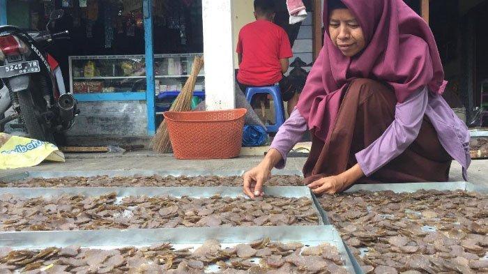 Sampai Kaesang Pangarep Tertarik Beli 500 Kg Kerupuk Kulit Pisang di Lumajang
