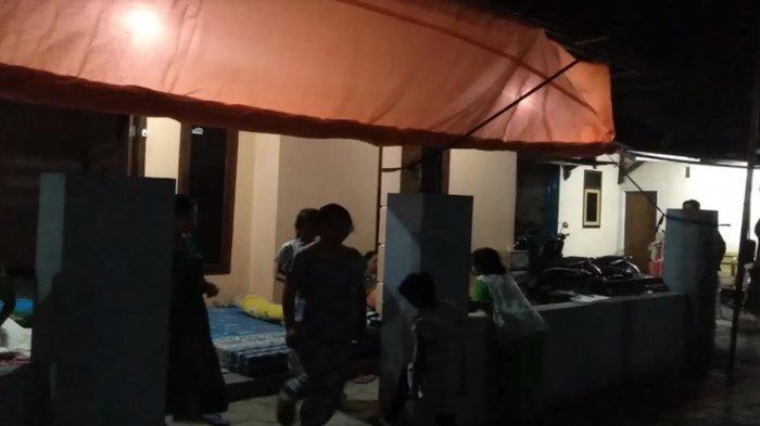 Warga Dampit Malang Trauma Akibat Gempa di Blitar, Takut Tidur Dalam Rumah