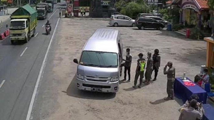 Travel Gelap Tujuan Malang Terjaring Penyekatan di Tuban, Sopir Reaktif Rapid Test Covid-19