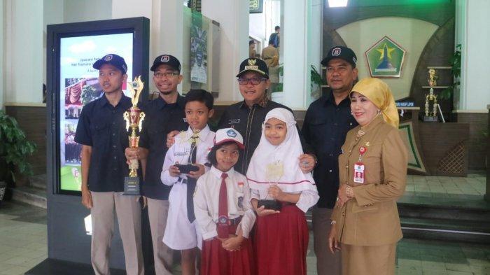 Murid Kelas 5 SD Ngevlog di Museum Mpu Purwa Kota Malang Dapat Tropi Apresiasi Pelajar