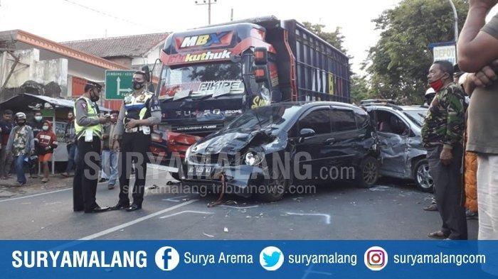 Truk Mitsubishi Fuso Seruduk 11 Kendaraan di Songgokerto Kota Batu, Polisi Sebut Rem Blong