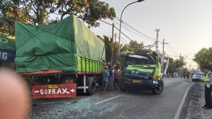 BREAKING NEWS - Truk Tangki dan Truk Tronton Tabrakan di Jalan Raya Cerme, Gresik