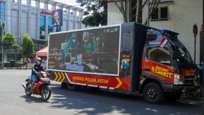 Mobil Videotron Polda Jatim Sosialisasi Prokes di Jalanan Kota Malang , Pertama Kali di Indonesia