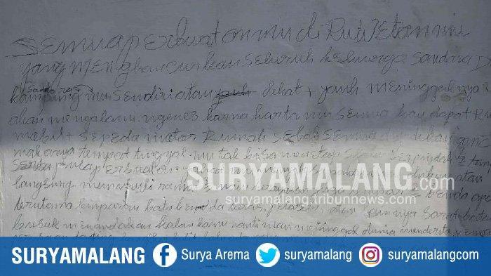 Tulisan yang terdapat di rumah yang ditempati Sugeng di Jalan Jodipan Wetan Gang III, Blimbing, Kota Malang. (SURYAMALANG.COM/Rifky Edgar)