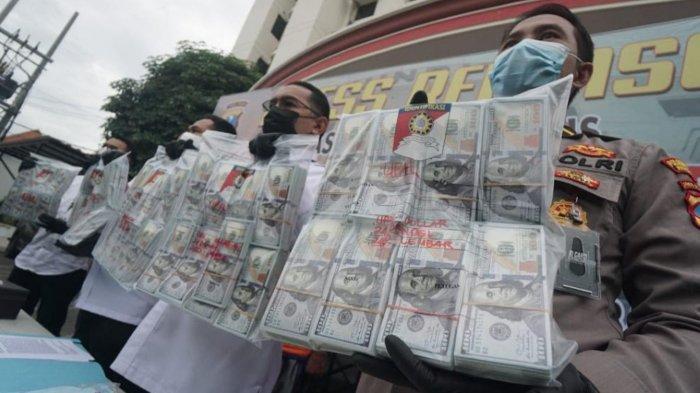 Nekat Masukkan ke Bank, Polisi Ringkus Pengedar dan Sita15 Ribu Lembar Uang 100 Dolar Palsu