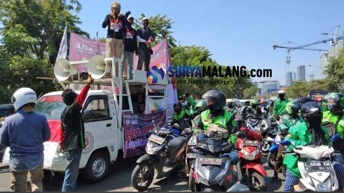 Breaking News - Ribuan Driver Online se-Jatim Gelar Aksi Unjuk Rasa di Surabaya