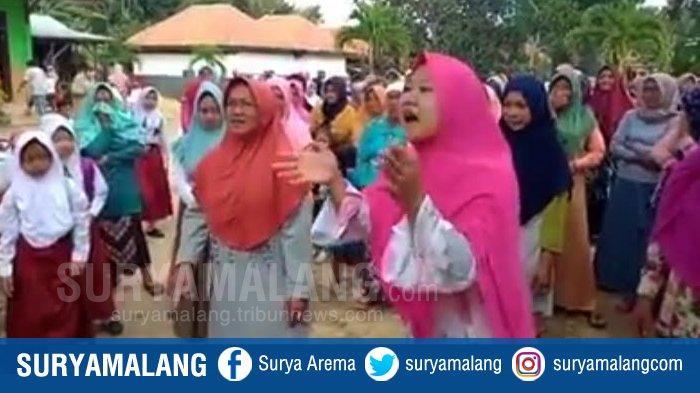 Viral Unjuk Rasa Emak-Emak di SD di Pamekasan Ternyata Setingan, Bupati Beber Bukti