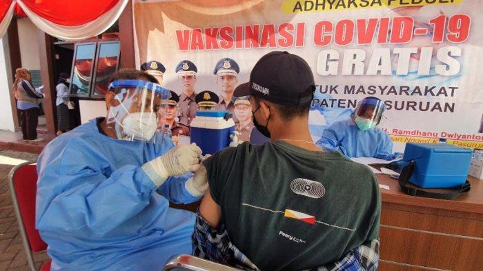 Ratusan Warga Kabupaten Pasuruan Antusias Ikuti Vaksinasi Covid-19 Massal di Kejari Bangil
