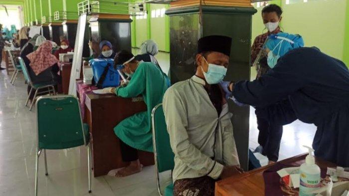 Vaksinasi Covid-19 di Pesantren Ponorogo Mulai Digelar, Ponpes Darul Huda Mayak Jadi yang Pertama