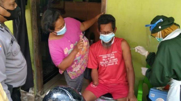 Satgas & Puskesmas Sananwetan Kota Blitar Gelar Vaksinasi Door to Door untuk Penyandang Disabilitas