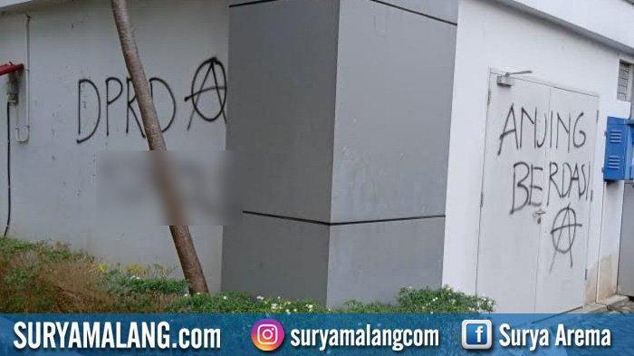 Pelaku Vandalisme Berisi Kalimat Kotor Tepergok di Kantor Pemkab dan Bank Swasta di Bojonegoro