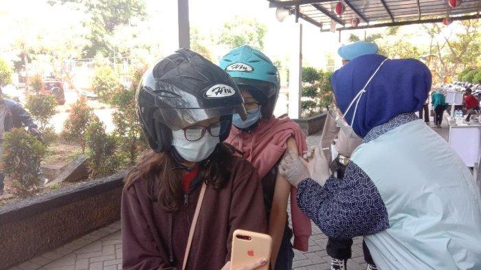 Sempat Tertunda, Gadis Pemilik NIK Ganda Akhirnya Ikut Vaksinasi Drive Thru Polresta Malang Kota