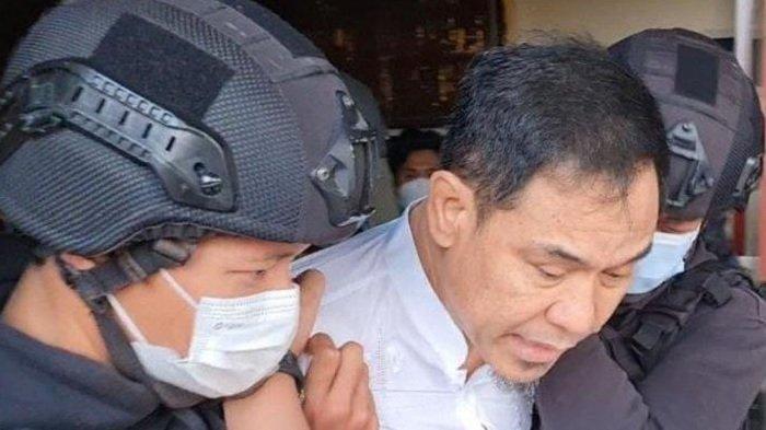 VIDEO Detik-Detik Penangkapan Munarman, Mantan Sekretaris Umum FPI: Saya Pakai Sendal Dulu