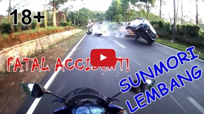 VIDEO : Detik-detik Menegangkan Kecelakaan Maut Yamaha R25 VS Daihatsu Ayla di Lembang