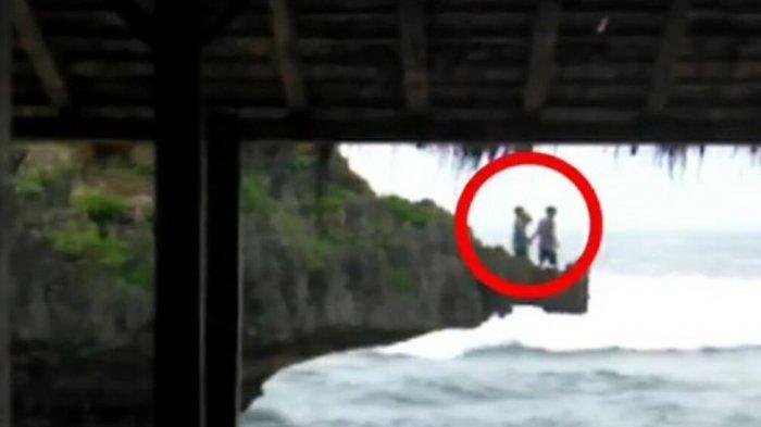Video Viral di Gunungkidul, 2 Wisatawan Lompat dari Tebing Saat Gelombang Tinggi