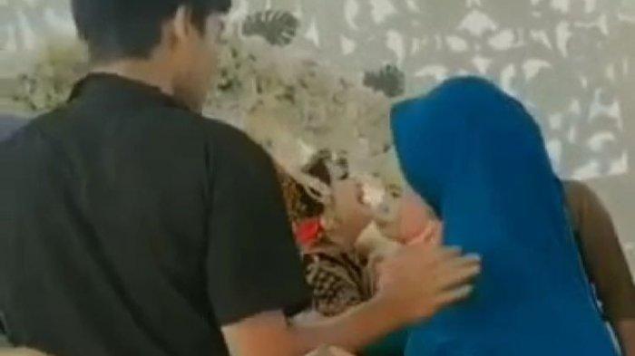 Pengantin wanita menangis histeris saat sang mantan datang ke resepsi pernikahannya di Desa Labuan Lombok, Lombok Timur