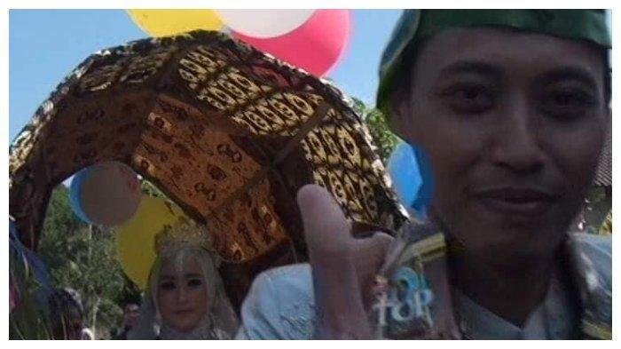 Pernikahan Viral di Blora, Mempelai Pria Tarik Pengantin Wanita Paki Gerobak