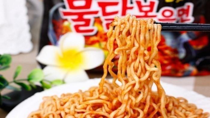 HATI-HATI Makan Mie Pedas, Bule Satu Ini Jadi Tuli 2 Hari Usai Makan Mie Samyang, Jadi Viral