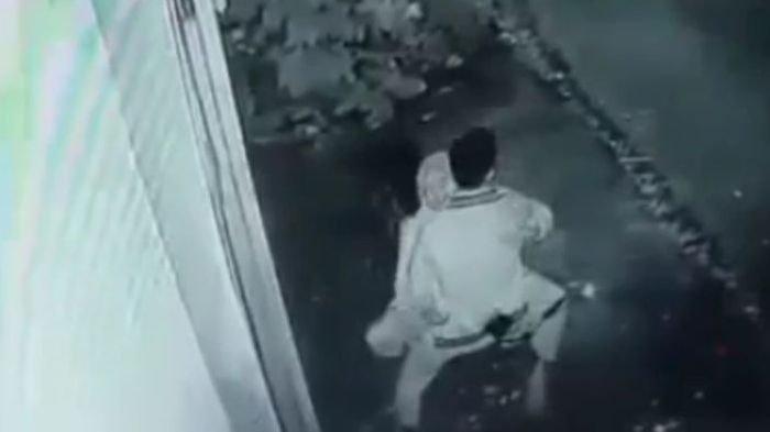 Viral Video 30 Detik, Sepasang Kekasih Lampiaskan Birahi di Atas Motor Terekam CCTV di Tasikmalaya
