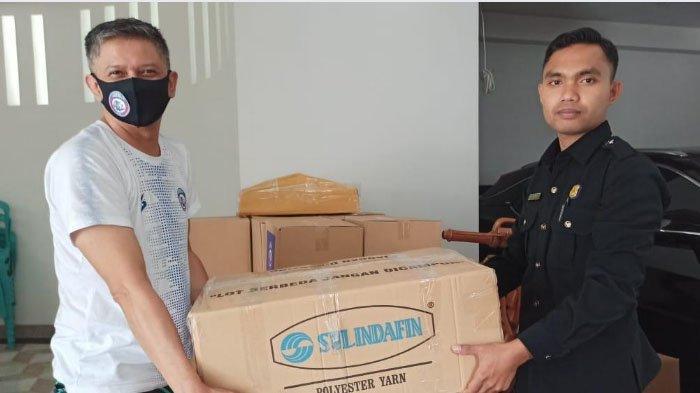 Waketum PSSI, Iwan Budianto Bagikan 1.000 Masker dan Face Shield di Kota Malang