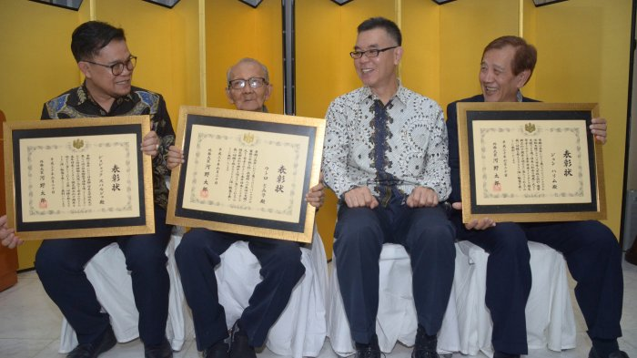 Menlu Jepang Beri Penghargaan Pada Tiga Tokoh Jatim, Ini Pertimbangannya