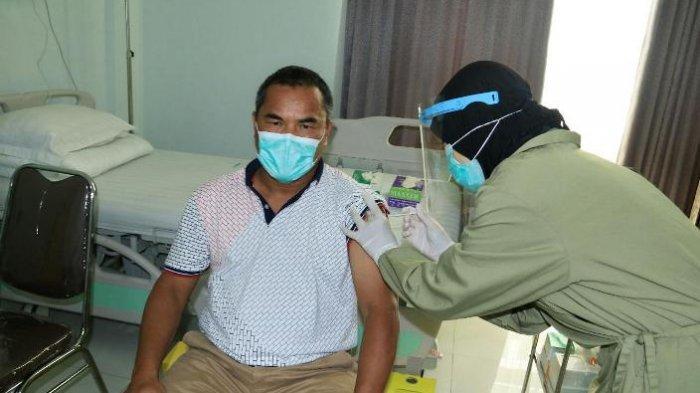 Pimpinan Universitas Negeri Malang (UM) Jalani Vaksinasi Covid-19 di RSI Unisma