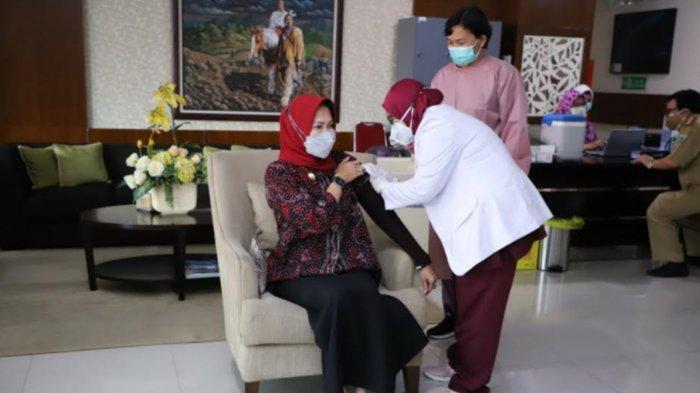 Forkopimda Kota Batu Terima Suntikan Vaksin Covid-19 Tahap Kedua