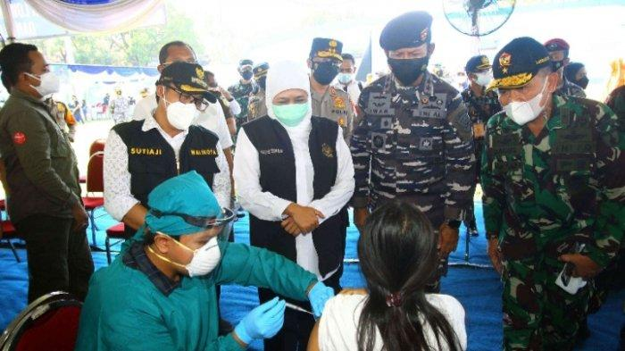 Wali Kota Malang, Sutaji meninjau vaksinasi Covid-19 untuk pelajar SMP