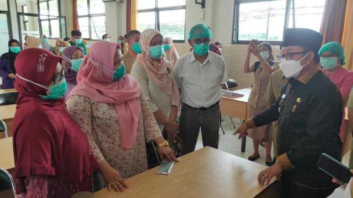 Wali Kota Malang, Sutiaji saat melakukan diskusi dengan dokter di RSUD Kota Malang, Senin (5/4/2021).