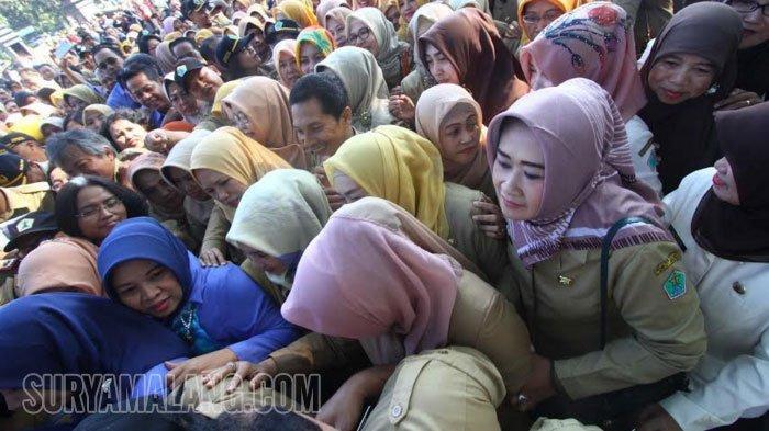 GALERI FOTO - Ketika Ratusan Pegawai Antre Salaman dengan Wali Kota Malang dan Pejabat Lain