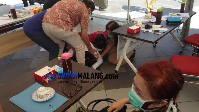 Risma Sujud di Kaki Dokter, Pemkot Surabaya Ditolak saat akan Beri Bantuan APD ke RSUD Dr Soetomo