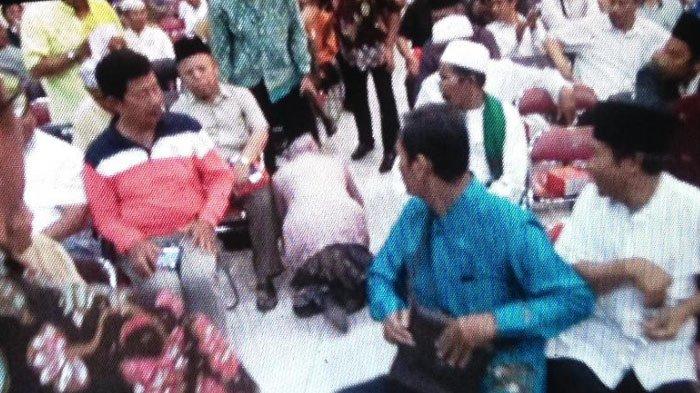 Mengharukan! Sambil Sujud, Risma Minta Maaf ke Takmir Masjid dalam Pertemuan di Surabaya