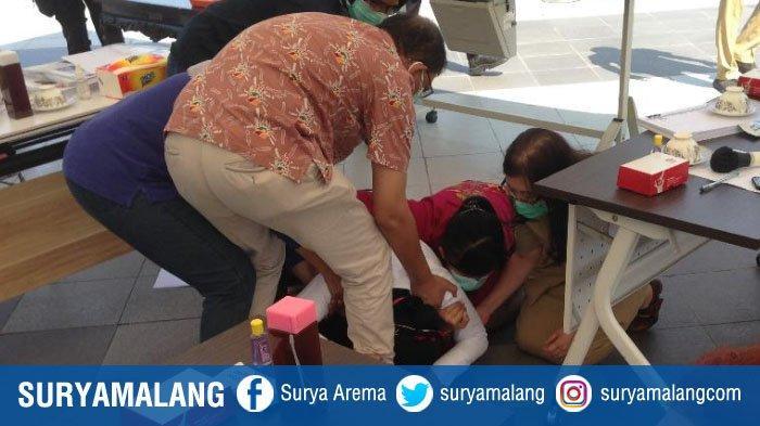 Kronologi Wali Kota Risma 2 Kali Sujud sambil Menangis di Kaki Dokter Surabaya